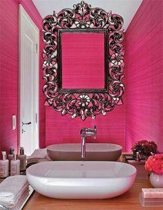 Espelho com parede rosa