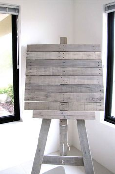 Recycled Pallet Art Easel. I love this idea. This would be a great place to display your artwork or kids artwork
