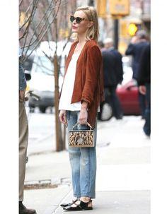 On l'adore deux fois dans la même semaine ! Après avoir été parfaite à Coachella, Kate Bosworth a été prise en photo dans une tenue printanière à New York.  http://www.elle.fr/Mode/La-mode-des-stars/Pourquoi-elle-est-bien-Kate-Bosworth-l-actrice-casual-chic-qu-on-adore-2941648