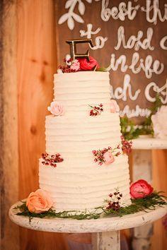 Wedding cake | Photography AL Images | Cake My Cake Lady Lynne | Venue Pleasant Union Farm #barnvenue #farmwedding #northgeorgiawedding #weddingvenue #wedding #bride #atlbride #rusticelegance #southerncharm #outdoorwedding #weddinginspiration #southernbride #georgiabride #gettingmarried #bridetobe #weddingplanning