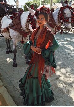 Spanish Style Weddings, Spanish Style Decor, Mexican Fashion, Spanish Fashion, High Fashion Looks, Fashion Line, Flamenco Shoes, Flamenco Party, Fiesta Outfit