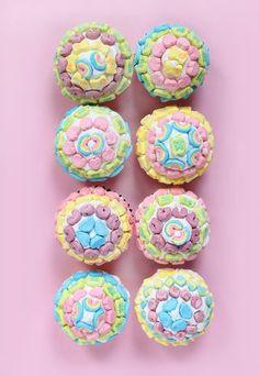 DIY EATS | Lucky Charms Pot of Gold Cupcakes