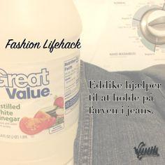 Har du mørke jeans? Vil du gerne have de beholder den mørke farve? Ja, selvfølgelig vil du det. Put lidt eddike med i vaskemaskinen næste gang du vasker dem - så holder farven det bedre, da eddiken binder farven til stoffet!  Lad os vide herunder, hvad du synes om tricket - virkede det for dig? :-)