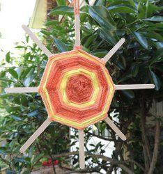 Summer Sun God's Eye Tutorial >>> http://www.naturallyeducational.com/2012/06/how-to-gods-eye-sun-weaving/
