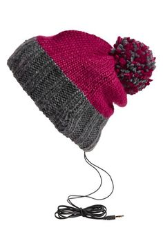 Pompom skull hat - stay connected through your hat!
