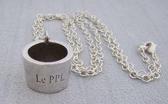 Le PPL  pendentif porte lunettes http://www.caruccia.com/da-caruccia-bijouterie/article.php?idrub=1&art=1