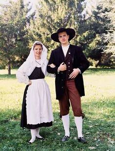 Costumes from the Friuli region in Italy Aviano Italy, Folk Clothing, Italian Outfits, Western World, Italian Women, Folk Costume, World Cultures, Traditional Outfits, Dress Up