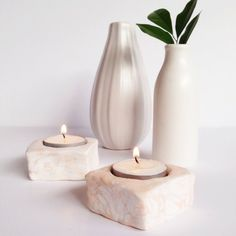 Make yourself some pretty marbled tealight holders using just clay and a cookie cutter!