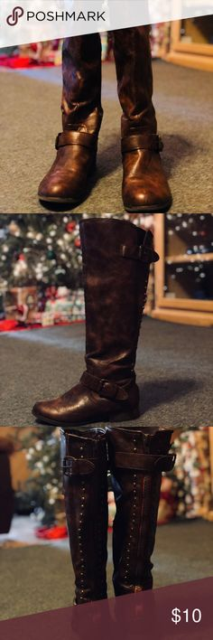 👢 so cute 🤗 brown boots These boots are so cute and they are an awesome color of brown. These will go with just about everything! I am moving so I'm trying to clean out my closet. Make me an offer! Bundle your likes for discounts! not branded Shoes Winter & Rain Boots