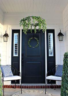 Best Rustic Farmhouse front porch decorating ideas on a budget Black Front Doors, Painted Front Doors, Front Door Colors, Front Door Decor, Black Door, Black Exterior Doors, Fachada Colonial, Porch Kits, Porch Ideas