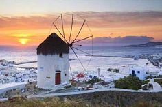 夕暮れのエーゲ海を見下ろすミコノス島の真っ白な風車|今日の絶景 365日、ヴァーチャルな旅へ|CREA WEB(クレア ウェブ)