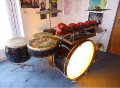 Old drum kit with 4 Chinese tack head toms. The light is cool and keeps the skin head tight.