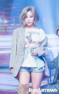 Mamamoo Wheein Wallpaper by poplockndropoulos - 85 - Free on ZEDGE™<br> Kpop Girl Groups, Korean Girl Groups, Kpop Girls, K Pop, Kim Young, Wheein Mamamoo, Jeonju, Solar Mamamoo, Babe