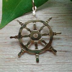 Dharma chakra o rueda del dharma  Perfección de la enseñanza del dharma disciplina consciencia que lo sostiene todo.  #buddism #zen #chakra #equilibrio #equilibrium #meditacion #meditation #yogini #dharma #yogajewelry