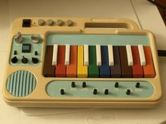 The AMAZING Analog controlled Noystoise-09 ??? With a great ROYGBIV colored key set.