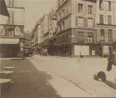 Le coin de la rue de la Grande-Truanderie et de la rue Pierre-Lescot (en face), en 1907. Une photo (détail) d'Eugène Atget (BnF). Paris 1er.