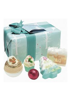 This Bomb Cosmetics Winter Wonderland Gift Set comes beautifully wrapped! A winter wonder that's a great gift idea for Christmas, this Bomb Cosmetics gift set includes100g Baby Ur a Star Soap, 30g The Glitterati Creamer, 160g Oh Christmas Tree Blaster, 160g Deer me Blaster and 50g Jolly Holly Mallow. Useful info:100gBaby Ur a Star Soap 30gThe Glitterati Creamer 160gOh Christmas Tree Blaster 160gDeer me Blaster 50gJolly Holly MallowBeautifully gift wrappedBomb Cosmetics Winter Wonderlan...