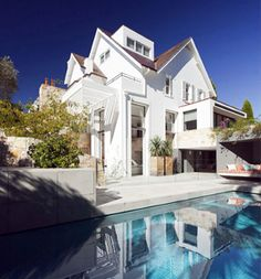 Crisp White Paint Job - Beautiful Home Exterior. And a pool. The pool is what makes it awesome sauce. Moderne Pools, Cool Pools, Pool Houses, My Dream Home, Exterior Design, Luxury Homes, Beautiful Homes, Swimming Pools, Home And Family