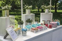 Delicioso y colorido buffet libre de chuches .. Delicious and colorful candy bar bodas#ideas#color#wedding#party