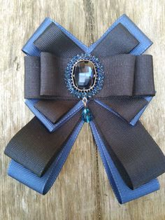 New trend Woman Ribbon brooch/ Bow brooch/ Blue and Black Brooch Dimensions are about 10 x 14 cm. Feel free to ask any questions :) Diy Bow, Diy Ribbon, Fabric Ribbon, Ribbon Crafts, Ribbon Bows, Fabric Flowers, Ribbon Decorations, Women Bow Tie, Women's Brooches