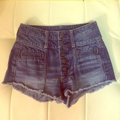 High Waisted AE Festival Jean Shorts Button Fly Size 00 or 24 AE Festival shorties. High, button fly waist is very slimming. Not going to lie, these make your booty look killer. Super fun summer item! Worn 2-3 times, definitely no more than that. Smoke free home, always washed in hypoallergenic detergent! Shorts Jean Shorts