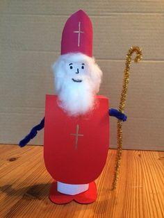 #Nikolaus aus einer Küchenrolle basteln.