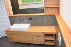 Hottest Photo Washbasin knotty oak Strategies Cleaning Your Plastic Exterior You almost certainly chose your vinyl siding because it's very eas Spring Cleaning Bathroom, Diy Bathroom Remodel, Vinyl Siding, Diy Interior, House And Home Magazine, Kitchen Furniture, Diy Home Decor, Vanity, Wall Cabinets