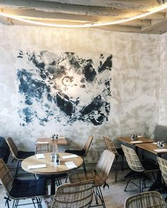 Today on the blog, I'm sharing eight of my go to Parisian food spots. @rompingthroughregions and I frequented this spot a little too much. #nomenuneeded