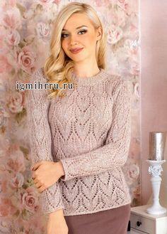 Для милых девушек. Бежевый мохеровый пуловер с нежными ажурными узорами. Спицы