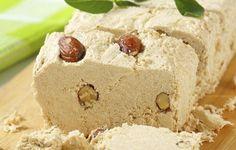 Υλικά για 4-6 άτομα:    1 κιλό Ταχίνι από 100% πολτοποιημένο σουσάμι  700 γραμμάρια ζάχαρη  100 ml νερό    Για τη γέμιση:    φιστίκια Αιγίνης αποφλοιωμένα  1κουταλιά του γλυκού βανίλια σκόνη  2 κουταλιές του γλυκού κακάο  1 ολόκληρη σοκολάτα λιωμένη    Εκτέλεση:    Σε μία κατσαρόλα, βράζουμε την ζάχαρη με