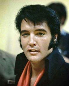Elvis - ooh those lips !