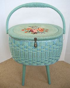 "Do you love retro? Check out this vintage sewing basket that we absolutely adore! Do you have any ""vintage"" sewing items in your home? I already have the legs, now to find a big lidded basket. My Sewing Room, Sewing Box, Sewing Rooms, Sewing Caddy, Sewing Spaces, Vintage Sewing Notions, Vintage Sewing Machines, Coin Couture, Shabby Chic"