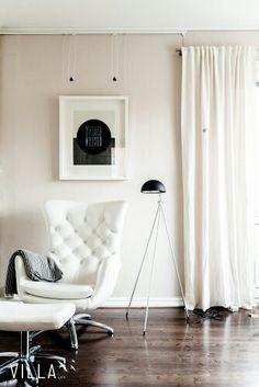 Tämä tuoli kutsuu istumaan, vai mitä Scandi Home, Scandinavian Home, Barcelona Chair, Open House, Accent Chairs, Real Estate, Interior Design, Inspiration, Furniture