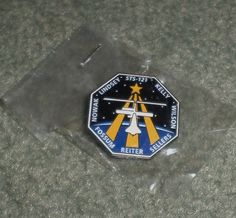 NASA STS-121 SPACE SHUTTLE DISCOVERY COLLECTIBLE PIN THE LISA NOWAK MISSION, NIP