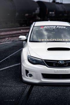 Subaru WRX STI. Japońska marka należąca do koncernu Toyoty zasłynęła swoimi samochodami osobowymi. Obecnie jednym z jej najpopularniejszych modeli jest samochód sportowy – WRX. W 2014 roku pojawiła się wersja STI, której sama nazwa u wielbicieli sportów samochodowych od razu wywołuje dreszczyk emocji. WRX STI odznacza się wyjątkową dynamiką – zarówno w wyglądzie zewnętrznym, jak i w osiągach. #motoryzacja #samochód #subaru #wrx ##filtr ##kabinowy