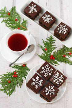 Moha Konyha: Szilvalekváros sütemény ünnepi köntösben Christmas Sweets, Christmas Mood, Hot Cocoa Recipe, Cranberry Cookies, Apple Cake, Sweet And Salty, Cake Art, Cake Recipes, Food Porn