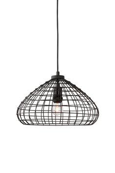 Ute eller inne, vår taklampa BRASILIEN lyser upp båda. Lampan har väggkontakt och en grövre utomhuskabel. Material: Metall. Storlek: Höjd 23 cm, ø 38 cm, nederkant ø 31 cm. Beskrivning: Skärm av lackad metall. Sladd 5 m. För inom- och utomhusbruk. Glödlampa medföljer ej. Sockel/lampa: 1 st E27, max 60 w glödlampa eller max 11 w lågenergilampa. Tips/råd: Över ett långt köksbord kan det ibland behövas två taklampor för att ge bra balanserat ljus.