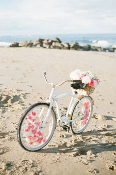 How cool is this bicycle decorated with pastel flowers? Perfect for a beach side wedding.