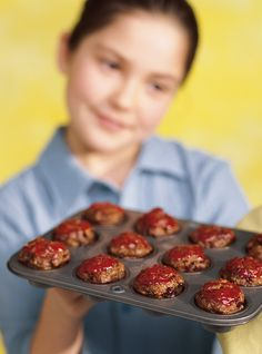 Ricardo's recipe : Mini Meatloaves with Ketchup How To Cook Meatloaf, Meatloaf Recipes, Ketchup, Toddler Meals, Kids Meals, Mini Pains, Confort Food, Ricardo Recipe, Lunch To Go