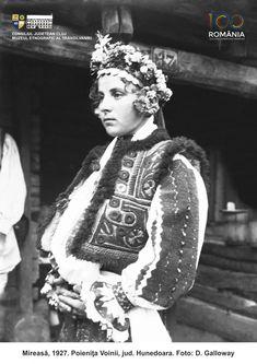 Folk Costume, Costumes, Moldova, Crown, Traditional, Style, Fashion, Swag, Moda