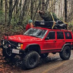 Tag your friends who need to see this. Off Road Camping, Truck Camping, Cherokee Sport, Jeep Grand Cherokee, Jeep Wrangler Lifted, Lifted Jeeps, Jeep Wranglers, Jeep Wk, Jeep Sport