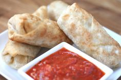 Super Bowl Party Food Ideas - Italian Eggrolls with Marinara Dipping Sauce - Click Pic for 40 Easy Super Bowl Snacks Italian Eggs, Italian Bread, Italian Dishes, Sausages In The Oven, Barefeet In The Kitchen, Do It Yourself Food, Light Recipes, Clean Eating Snacks, Robert De Niro