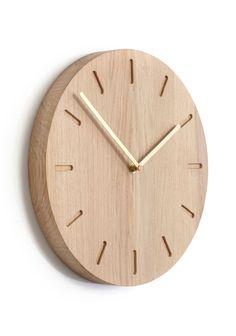 Er du på jagt efter et ur der er anderledes end hidtil set? Måske har du fundet det her. Applicate Watch:Out Væguret findes i 3 forskellige modeller, be...