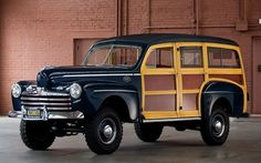 1946 Ford Super DeLuxe 4-Door Woody Station Wagon