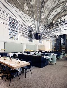 The Jane restaurant in Antwerp. Chandelier by PSLab. I like it because of its dynamic explosion in an otherwise calm and orderly environment.