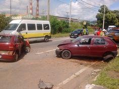 Quatro pessoas ficam feridas em acidente entre dois carros em Ipatinga