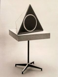 Stevens Trusonic Speaker Prototype 1956 Stevens Trusonic Speaker Prototype 1956 Mock-up of rocker Wire Sofa/Chair Experiment Freaks Only, Loudspeaker Enclosure, Diy Speakers, Record Players, Charles & Ray Eames, Toy Kitchen, Mid Century Modern Design, Modern Graphic Design, Audiophile