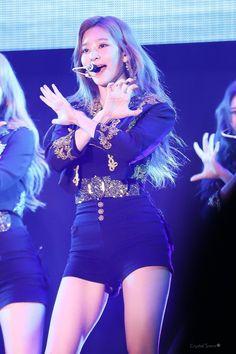 Kim Min, Girl Group, Beautiful Pictures, Korea, Workout, Pretty, Idol, Babies, Style