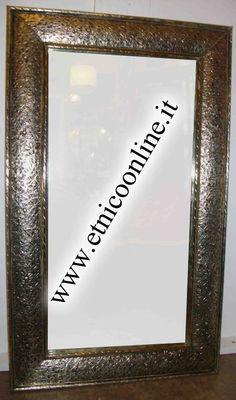 Specchio marocchino metallo (Decorazione pareti, Specchi Marocco) di Artigianato Vulcano, eCommerce specializzato nella vendita di articoli etnici, marocchini e orientali.