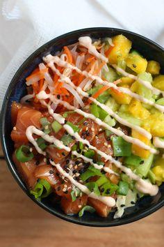Poke Bowl de Salmón - El Sabor de lo Bueno Pork Recipes For Dinner, Italian Dinner Recipes, Salmon Recipes, Raw Food Recipes, Asian Recipes, Cooking Recipes, Healthy Recipes, Poke Bowl, Poke Recipe